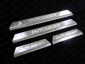 Mitsubishi Outlander 2015 Накладки на пороги (лист зеркальный надпись OUTLANDER)